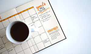 set-goals-on-a-calendar-with-coffee
