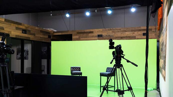 Lighting-in-a-Virtual-Event-Studio